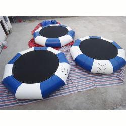 Saut à l'eau flottant lit gonflable Bouncer gonflable Trampoline d'eau flottant