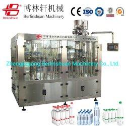 Bouteille PET automatique de boissons gazeuses Boissons Boissons Soda de l'eau gaz de remplissage de liquide de CO2 de l'embouteillage usine de conditionnement d'étiquetage (CGFD18186)