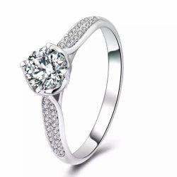カスタムCZの設定の宝石類が付いているサイズ925の純銀製Engagementring