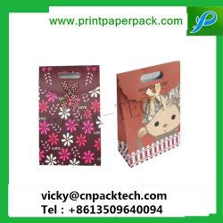 Haut de la qualité sur mesure Fashion Festival de Noël faveur de mariage bonbons cadeaux Sac en papier kraft avec poignée de découpe