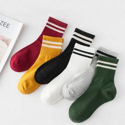 Mädchen-Baumwolllose gestreifte Mannschafts-Socken