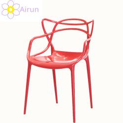 옥외 가구 나무 뒤를 가진 쌓을수 있는 다채로운 플라스틱 다방 의자