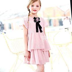 Usura dei capretti. Vestiti della ragazza. Vestiti dei bambini, nuovo vestito da estate della ragazza, disegno del pannello esterno della torta, disegno chiffon di seta del tessuto dell'oro di modo, vestito della ragazza di alta qualità