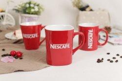 Usine de Céramique d'alimentation hot Vente 11oz Mug rouge pour les grossistes populaire
