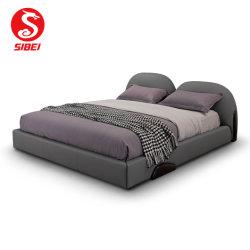 贅沢な布張りの革張りのベッドが置かれたベッドルームにはクイーンベッドが置かれて ベッドルーム家具、モダンなホームウッドフレームベッド