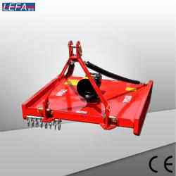 Der eingehangene Traktor bearbeitet Drehgras-Scherblock-Kreiselkompass-Mäher maschinell