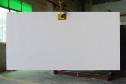 Stanza da bagno bianca eccellente degli armadi da cucina che pavimenta la pietra poco costosa del quarzo del documento di parete dello specchio di vetro del vestito dal magazzino del regalo di prezzi di modo di superficie solido fatta in mattonelle della Cina