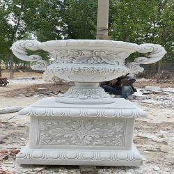 旧式な屋外の庭の装飾的な大理石のベンチ