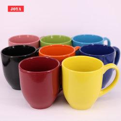 Bistrot un caffè dalle 16 once e tazza di ceramica del tè