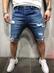 Blaue Farben-Änderung- am Objektprogrammmänner schließen Jeans-neue zerrissene Abzeichen-Mann-Hosen-Sommer-Form-Hose kurz
