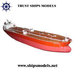 Ручная работа нефтяного танкера модели