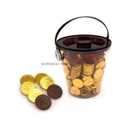 물통에 있는 감미로운 까만 황금 동전 초콜렛