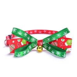 クリスマスのドッグカラー、Double-Deck Bowtieの調節可能なペットカラー、耐久のプラスチック分離したバックル、首鐘Esg12463が付いている雪片のクリスマスパターン