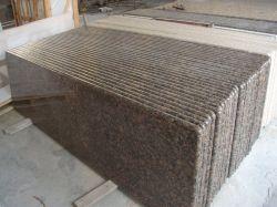 Comptoirs de cuisine en granit marron de la Baltique avec plein de musoir Edge