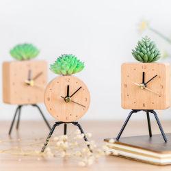 Часы с металлической подставки