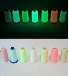 暗い縫うヤーンまたは発光性の糸のファイバーの白熱