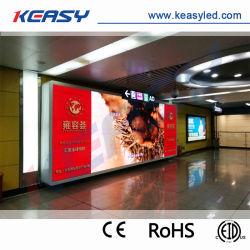 Pantalla LED de interior de la estación de tren del aeropuerto