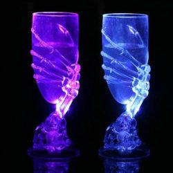 Voyant lumineux jusqu'Goblet calice de vin avec griffe