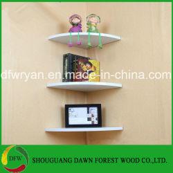 Mensola d'angolo decorativa domestica della parete del pannello truciolare di uso generale della mobilia