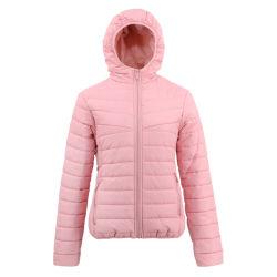 ジャケットの防水スマートなパッディングのジャケットをハイキングする女性のアメリカン・フットボールトラック光沢があるナイロン競技場