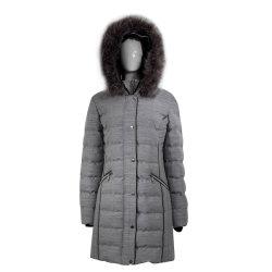 Gefälschter Pelz auf Hauben-Rand-Steppdecke-Auffüllen-Kleid