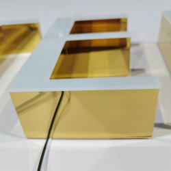 SaleのためのカスタムGold Electroplating Acrylic Billboard LED Channel Letter