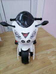 Los niños última motocicleta eléctrica para los niños viajen en coche
