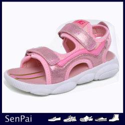 ばねの連続した子供の男の子の女の子のスポーツのサンダルの子供の偶然靴