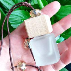 8ml de berijpte Vierkante Fles van het Parfum van de Olie van de Essentie van de Tegenhanger van de Auto met Houten Dekking