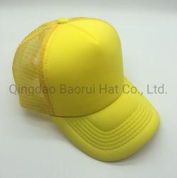 Protezioni gialle di sport di baseball dello spazio in bianco del camionista della maglia della gomma piuma