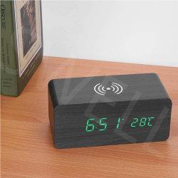 2021 Escritorio Control de sonido temperatura Cargador inalámbrico alarma LED de madera Reloj digital con Qi