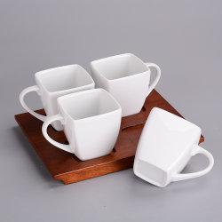 La spremuta di ceramica lustrata delle tazze di caffè bianco attacca le tazze di ceramica del tè per il partito e come regalo