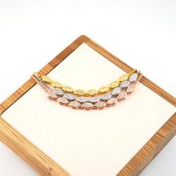 La figura verde oliva borda il braccialetto materiale d'ottone della decorazione della pietra preziosa dei monili della stringa Chain della casella