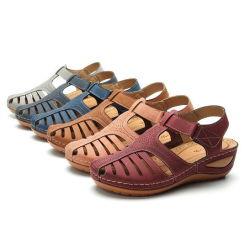 新しい方法女性の夏PUの平らな偶然靴の滑り止めの円形のヘッドなまけ者の靴の快適なホックのリングのウェッジのサンダル