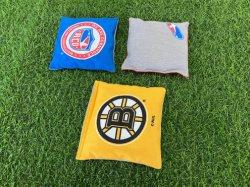 Cornhole専門の袋の8つの正規の両面豆袋のゲームのCornholeのトスセットのための全天候用豆袋-正規の重量及びサイズは運ぶ袋Pを含んでいる