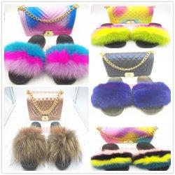 夏のカスタムロゴの靴は女性の袋セットが付いている柔らかいキツネの毛皮のスライドのサンダルのスリッパを卸し売りする