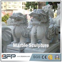 Gray Handcarved sculpture ou une statue de marbre pour le paysage à l'ornement