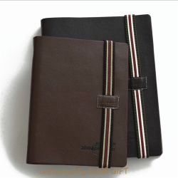 優れた品質PUの伸縮性があるストラップバンドが付いている革によってカスタマイズされるノート日記の本