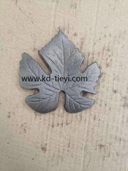 Литые стальные цветы и оставляет
