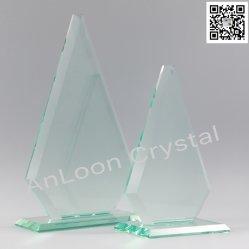 異なったサイズのヒスイのガラス賞、ヒスイのガラス賞、ヒスイガラス、ガラストロフィ、ガラス賞、ガラスクラフト、ガラスギフト