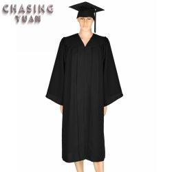 De zwarte Toga's van de Graduatie van de Vrijgezel van de Economie van de Steen