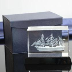Индивидуального дизайна 3D-внутри лазерной Карвинг стеклянный куб Artware Crystal