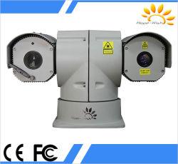 El uso del coche de policía de la cámara de vigilancia de la ciudad