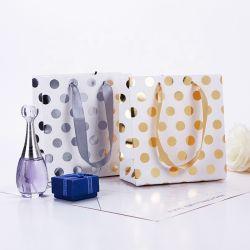 ハンドルの結婚祝いのパッキング誕生会の装飾のショッピング・バッグが付いている金銀製のポルカドットの紙袋のギフトのハンド・バッグ