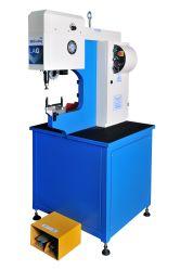 Le rivetage de la machine pour l'insertion hydraulique (416modèle avec manuel)