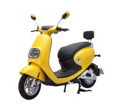 Мода и красочных интеллектуальный электрический скутер движется с помощью зарядного устройства USB