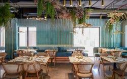 Золотой отделкой смешанных розового цвета обеденный зона отдыха для Eatery соответствующие таблицы из белого камня