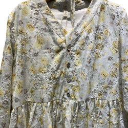 ملابس موضة متعددة الألوان ذات حجم متوسط للزهور مع ملابس عالية الجودة