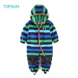 Tuta impermeabile tutta del neonato in un abito dello scaldino di inverno del rivestimento del panno morbido