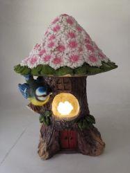 Commerce de gros de la résine Jardin Fairy Tree House avec Papillon lampe solaire et les fleurs pour la décoration intérieure ou extérieure